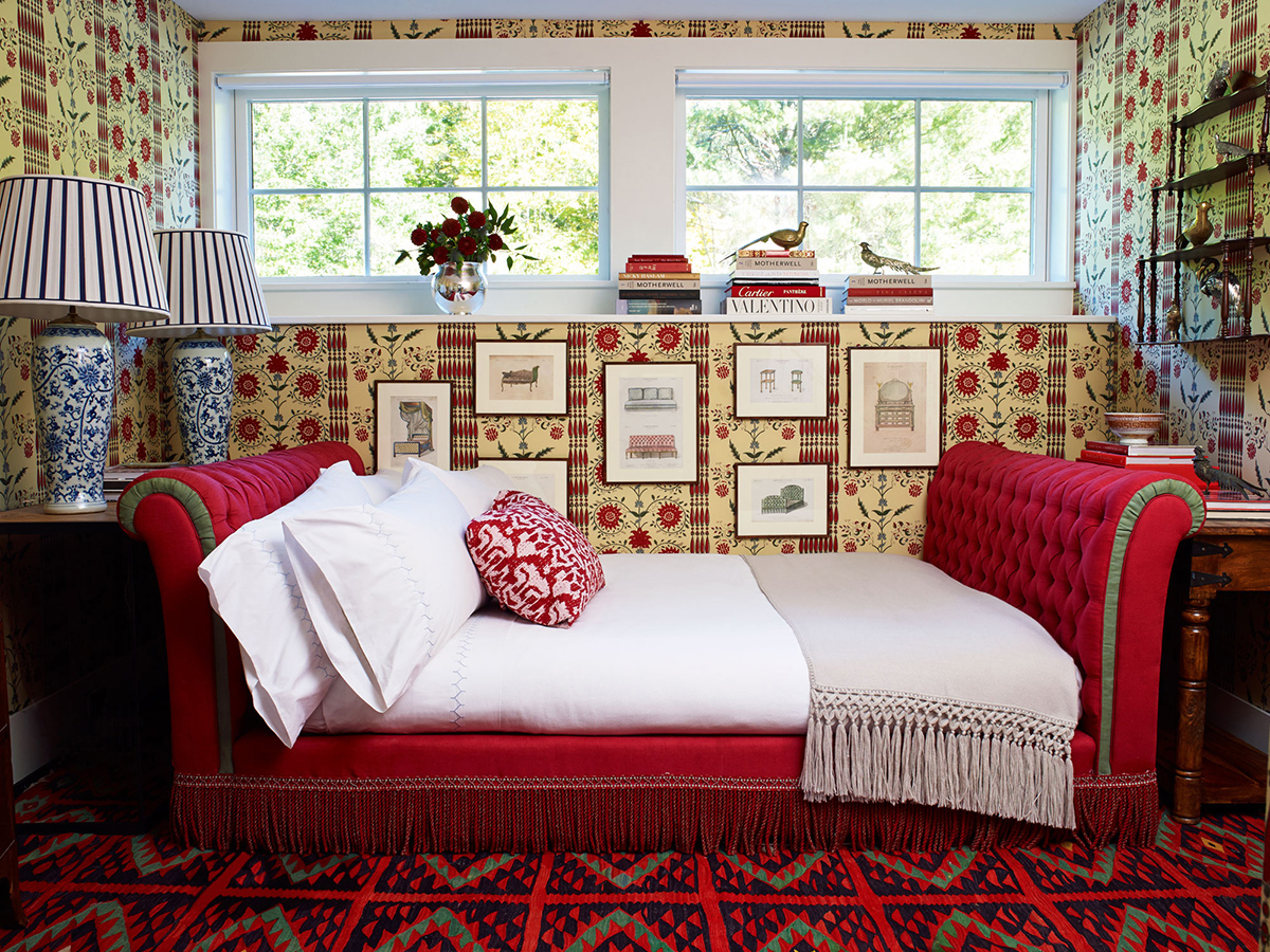 8_Luxemark_Interiors_RedBedroom_1